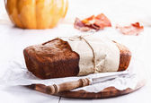 Pumpkin bread loaf over white wooden background — Stockfoto
