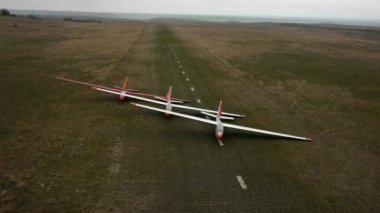 Aerial vew. Runway with gliders. Crimea. Mountain Klementeva — Stock Video