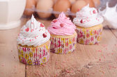 Cupcakes with white and pink cream — Stock Photo