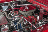 Customized V8 engine compartment — Stock Photo