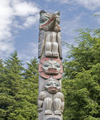 Alaskan totem pole sculpture — Stock Photo