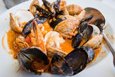 Mussels in shell with shrimps — Stockfoto