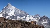 Lodge on egde of cliff — Photo
