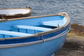 Rowboat docked — Stock Photo