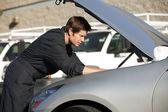 Mechanic fixing car — Stock Photo