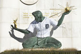 Spirit Of Detroit Statue With Detroit Tiger Baseball Jersey — Stock Photo