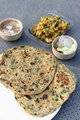 Hojas de pan relleno con alholva methi paratha — Foto de Stock