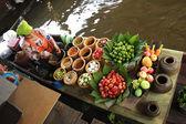 Salewoman mixing up Papaya salad — Stock Photo