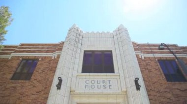 Art deco courthouse. — Stock Video