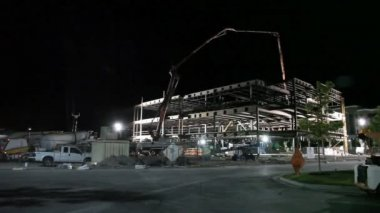 Low shot of construction site at night. — Stock Video