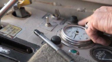 Crane buttons tight shot. — Stock Video