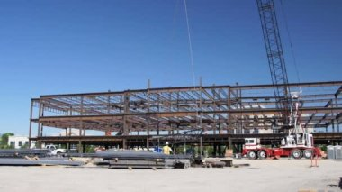 Wide shot of steel beam being lifted. — Stock Video