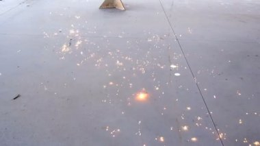 Welding sparks on ground super slow motion. — Stock Video