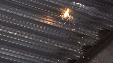 Welding sparks on sheet metal super slow motion — Stock Video