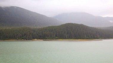 Wide shot of Alaska coast. — Stock Video