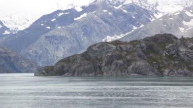 Moving shot of rugged Alaska coast. — Stock Video