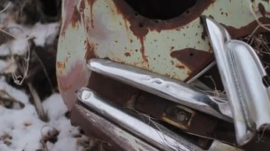 Old headlight of rusted car. — Stock Video