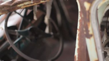Rack focus of old rusted car and steering-wheel. — Stock Video