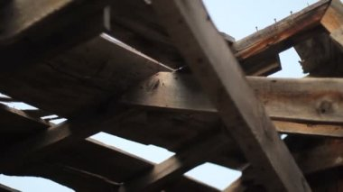 Dolly shot of old lumber roof. — Stok video