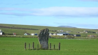 The Barnstone Standing Stone in Orkney, Scotland — Stock Video