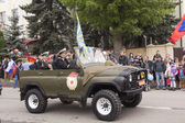 Veterans onboard the military car on parade in honor of the 69th — Stok fotoğraf