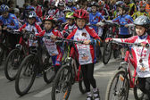 Young cyclists of sports school of Pyatigorsk (Russia) on parade — Stock Photo