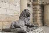 Lion sculpture before  tunnel to the underground lake Proval, Py — Stockfoto