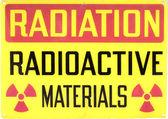 Viejo cartel de advertencia radiactivo — Foto de Stock
