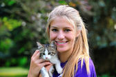 Teen and kitten — Stock Photo