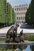 Fountain with Castle Schoenbrunn — Stock Photo