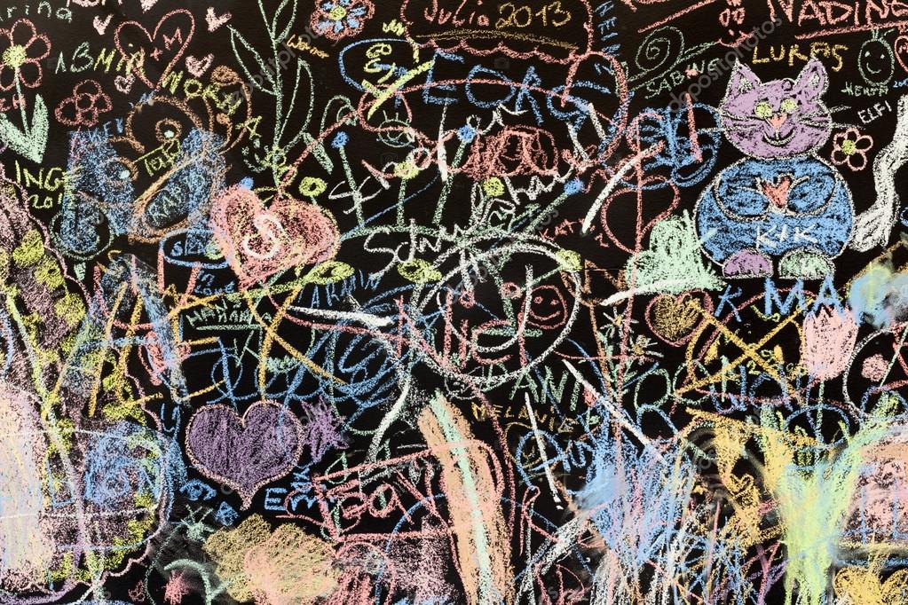 Dibujos de tiza en una pizarra de la escuela fotos de - Pintura de pizarra para pared ...
