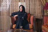 Arabian lady relaxing at home — Stockfoto