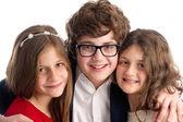 Foto familiar de un hermano y dos hermanas aisladas — Foto de Stock