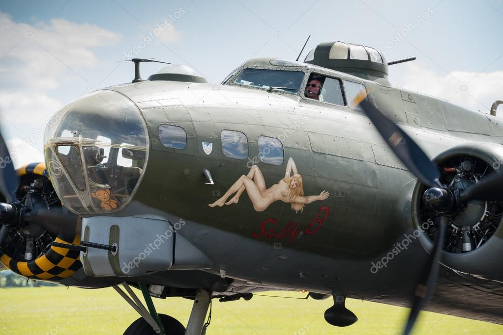 B17 flying fortress stock editorial photo 47678669 for Chaise volante