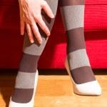 женщина с парой обуви — Стоковое фото #43196103