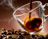 Hot coffee 'steaming poured into a cup — Stock Photo