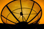 Antenne parabolique silhouette — Photo