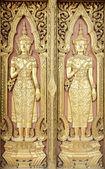 Estilo de escultura tailandesa na porta do templo — Foto Stock