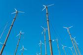 Väderkvarn för produktion av elkraft — Stockfoto