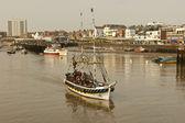 Pirat båt blad för en resa runt viken. — Stockfoto