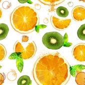 Fruit seamless pattern of orange and kiwi slices — Stock Vector