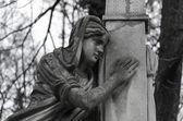 Vecchia statua dell'angelo nel cimitero — Foto Stock