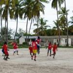 ZANZIBAR, TANZANIA - MARCH 26 2013: local african soccer team du — Stockfoto