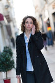 Beautiful young woman in city center — Stock Photo