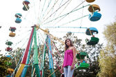 Girl at a ferris wheel — Stock Photo