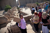 Tourists and guide in Egypt — Stock Photo
