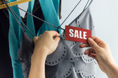 Sale with woman hand — Stockfoto