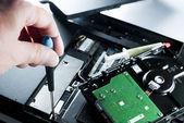 Man fixing computer — Stock Photo