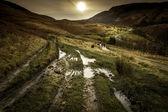 Track around dove stone reservoir — Stock Photo