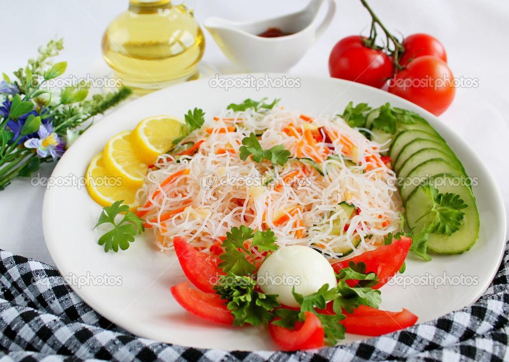 Салат из фунчозы и говядины рецепт